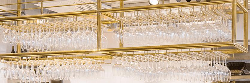 Flaschen- und Gläserborde